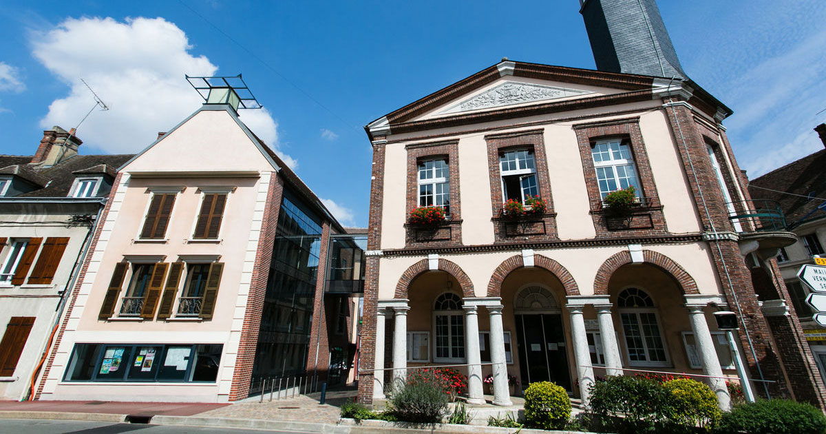 Mairie de chateauneuf en thymerais