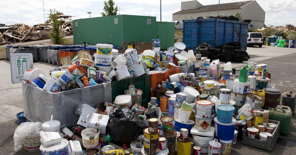 Beaucoup de dechets deposes dans la dechetterie de dreux