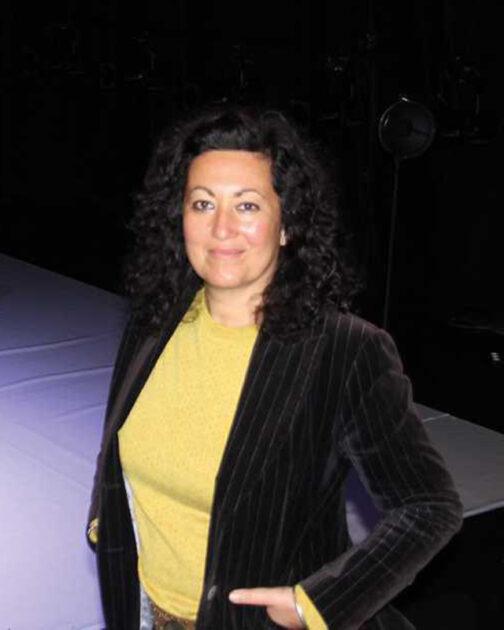 Photo de la directrice de l'atelier a spectacle, Emmanuelle Sindraye