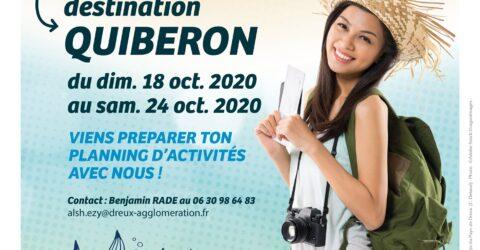 Affiche du sejour ados, destination quiberon, une jeune fille avec un sac et un appareil photo